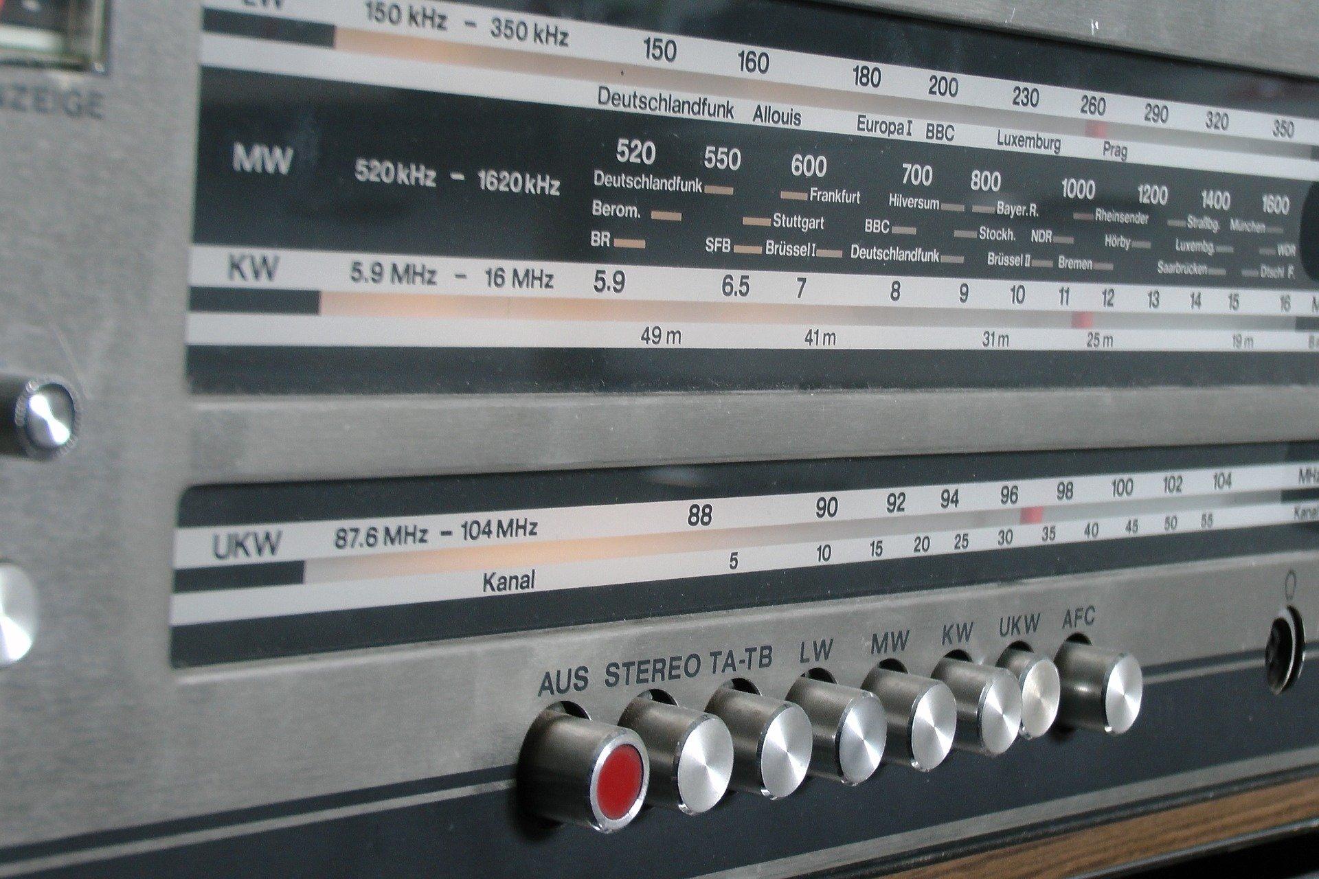 radio-1522325_1920